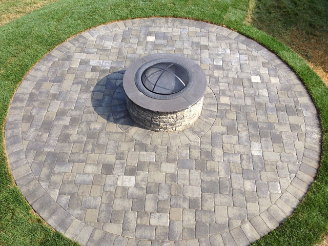 EP Henry Old Towne Cobble Pavers and Fire Pit Kit - Pewter Blend color