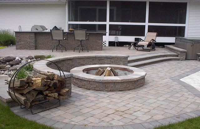 EP Henry Outdoor Kitchen, Fire Pit, and Seatwall - Dakota blend color